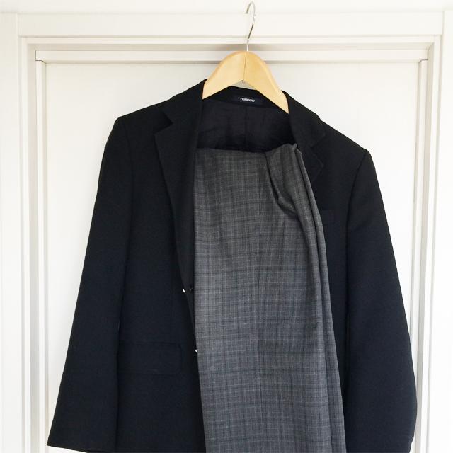 上着とパンツがすっきり掛けられない